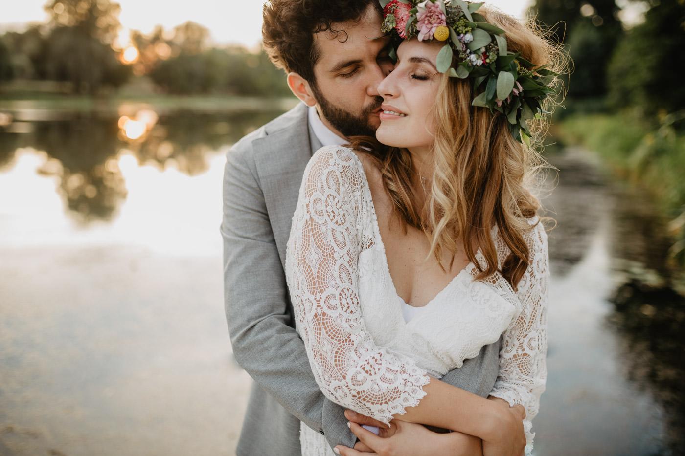 Ślub boho w Winiarni nad jeziorem