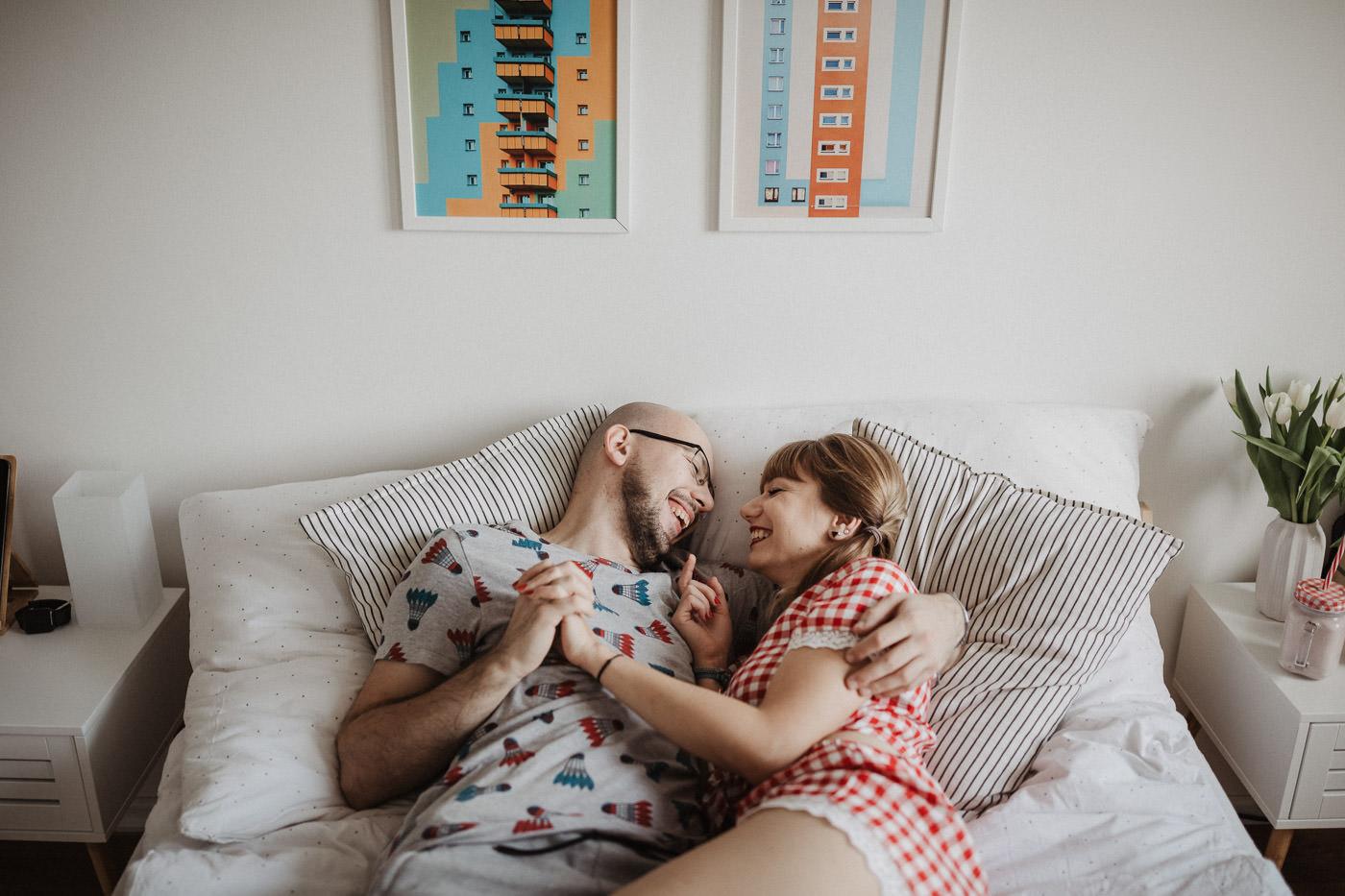 Sesja zakochanych Sesja w mieszkaniu prezent na walentynki