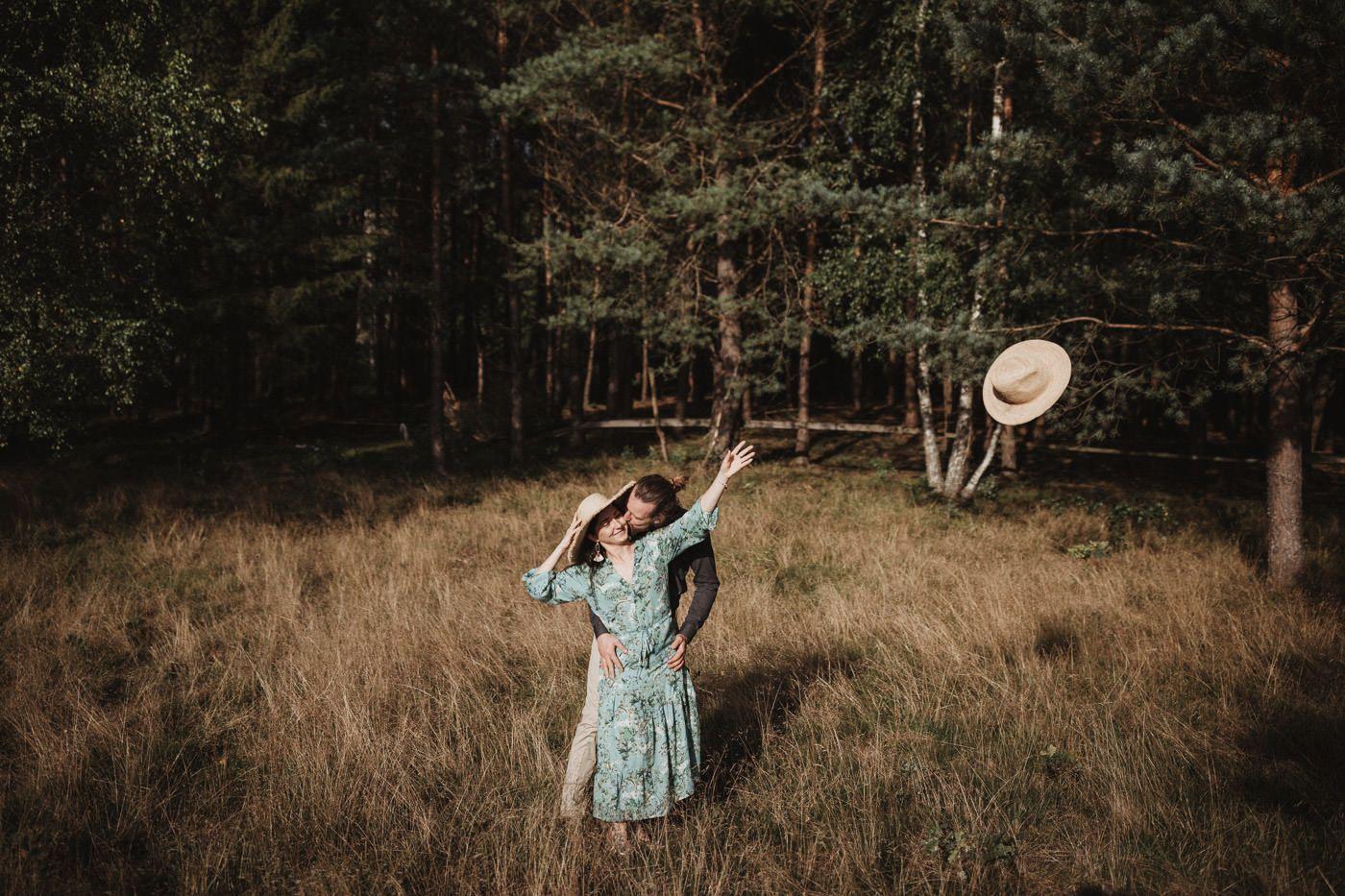 Naturalna sesja narzeczeńska - Sosnowa Osada